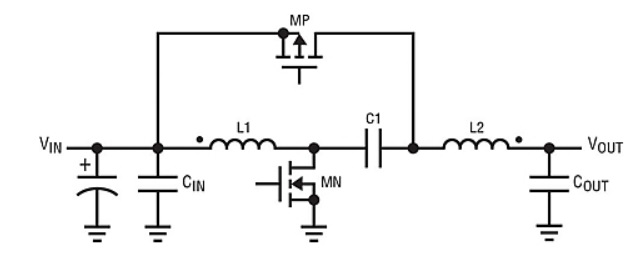Four-quadrant DC/DC switching regulator smoothly transitions