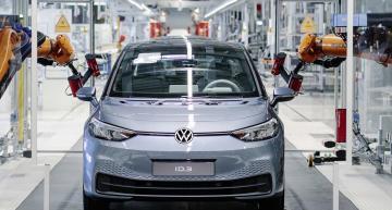 Volkswagen setting off into the E-era