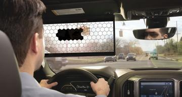 AI-controlled virtual sun visor increases driver safety