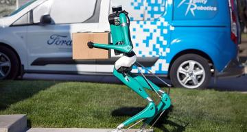 New robot could be future of self-driving vehicle delivery