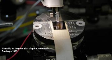 Researchers achieve record data transmission distance with soliton crystal