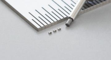 Tiny 0402M multilayer ceramic capacitor ideal for smartphones