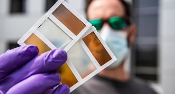 Smart perovskite windows change colour