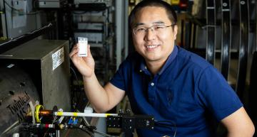 Non-contact battery test uses atomic magnetometry