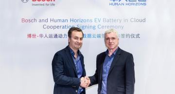 Mark Stanton, Chief Technical Officer at Human Horizons, and Dr. Elmar Pritsch, President of Bosch Connected Mobility Solutions, sign the cloud battery deal