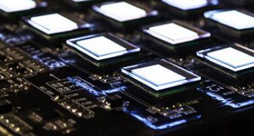 Micro écran couleurs offrant une bonne résolution et une très forte luminosité.