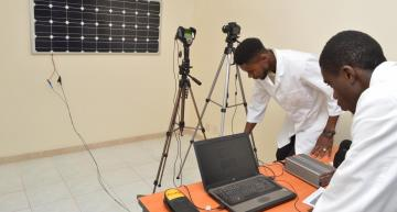 Researchers from Swiss lab EPFL have set up a research centrein Senegal to test solar panels and their underlying components.