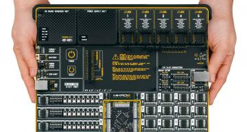 Development board supports all Microchip PIC microcontrollers