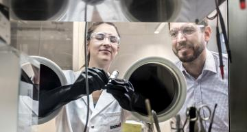 Marie Claude Bay and Corsin Battaglia at Empa work in a glove box on the solid state batteries of the future
