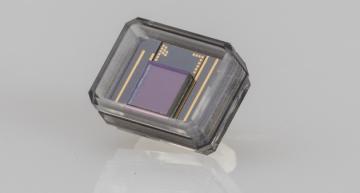 Un implant électronique derrière la rétine rend la vue