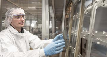 Pilot perovskite solar cell production at Oxford PV in Germany