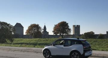 A smart road on the Swedish island of Gotland uses technology from Electreon for dynamic wireless mobile power transfer