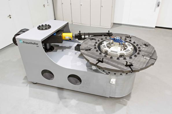 Fraunhofer LBF calibrates truck wheel force sensors with high loads