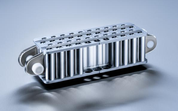 Flexible battery cooling system for electric vehicles