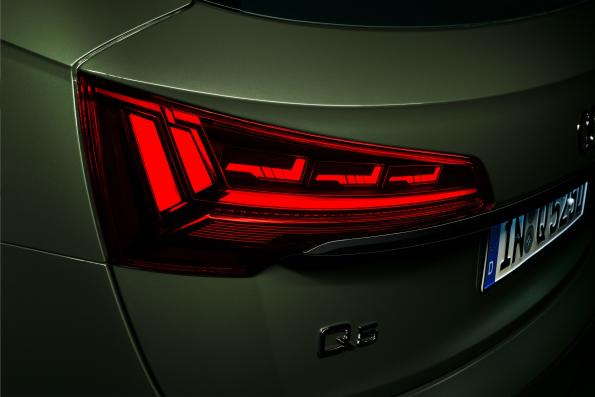 "Audi equips Q5 with ""digital"" OLED taillights"