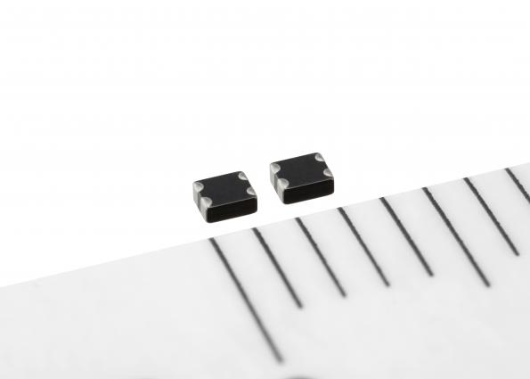 Common mode filters withstand high temperatures