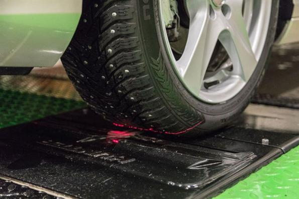 Scanning service measures tire tread on the go