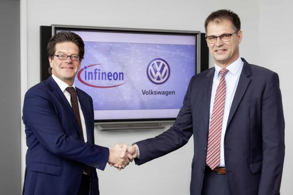 Peter Schiefer (Infineon) and Volkmar Tanneberger (Volkswagen)