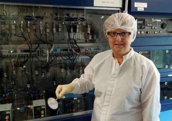 Researchers build transistors on metallic substrate for the first time