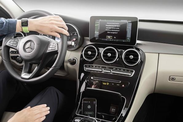 Mercedes-Benz integrates navigation with Apple Watch