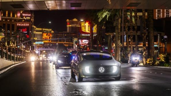 Mercedes-Benz self driving car communicates via LEDs