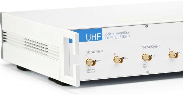Lock-in amplifier with integrated digitizer