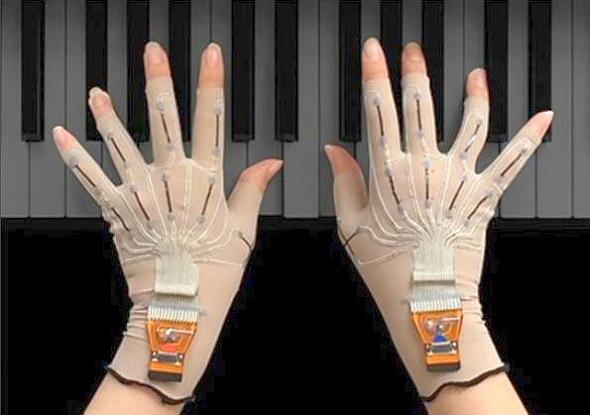 Yamaha prototypes VR gloves for musicians
