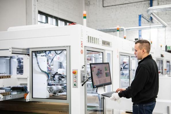 Robotic microfactoryconcept helps reshore LED luminaire manufacture