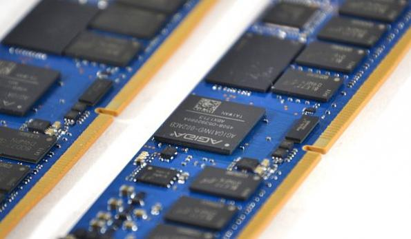 Memory controller for NVDIMM-N solutions lowers cost and power