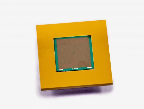 Silicon microfluidics heatsink dissipates over 600W/cm2