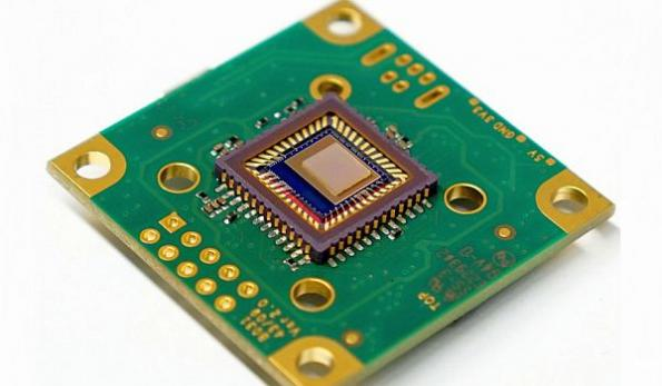 On-chip spectral sensor for everyday applications