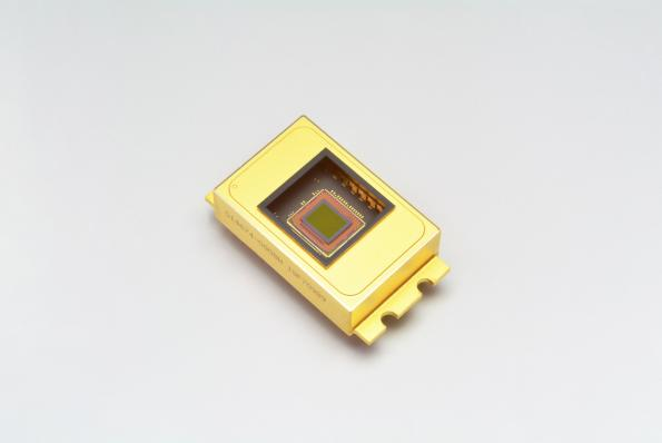 InGaAs image sensor detects short-wavelength-IR up to 2.55µm