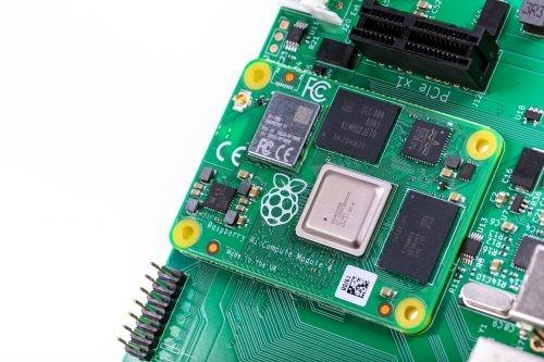Raspberry Pi 4 Compute simplifies power pinout