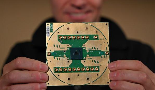 Intel unveils details of cryogenic quantum computing control chip