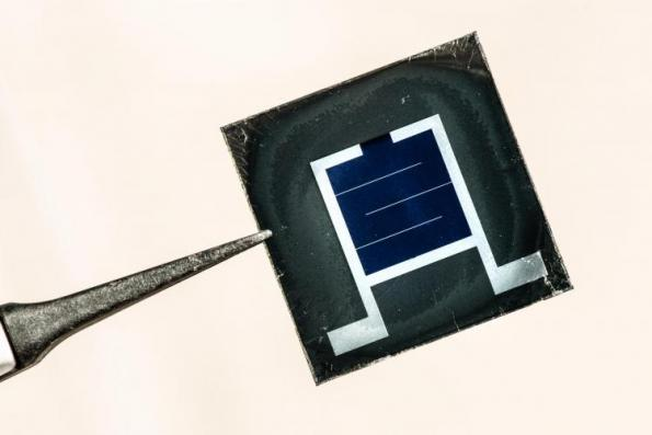 A tandem solar cell combining a low cost perovskite material with a silicon photovoltaic base developed at the University of Colorado tops 27 per cent efficiency. Credit: Dennis Schroeder / NREL