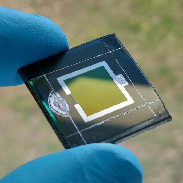 Researchers at the Helmhotlz Centrum Berlin (HBZ) have developed a monolithic tandem solar cell that combines perovskite and CIGS materials to give an efficiency over 24 per cent.