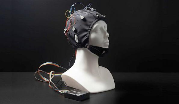Brain-computer interface development kit uses 'dry' EEG