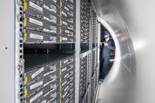 Reliability of underwater datacentre drives distributed plans