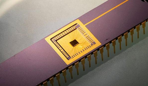 Energy harvesting circuit captures graphene's thermal motion