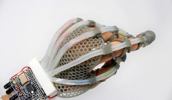 Stretchable fiber-optic sensor brings 'touch' to robots, VR