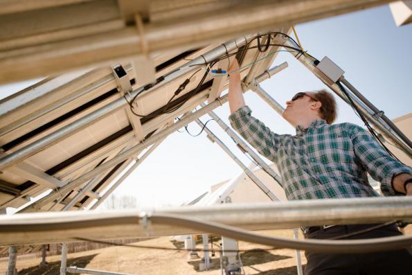 Black silicon reduces solar panel costs