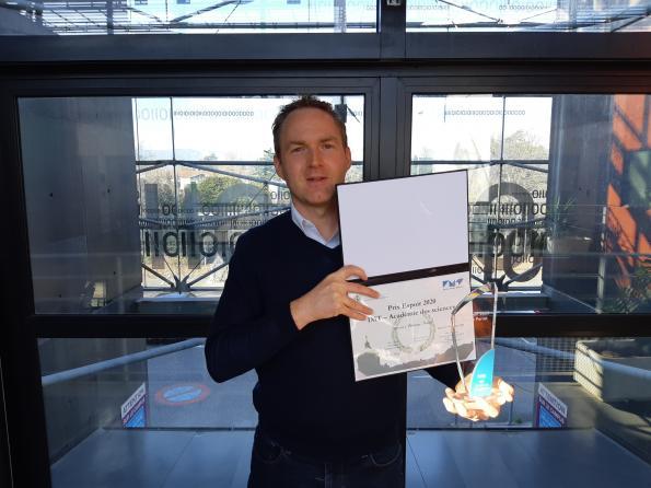 Etienne Perret obtient le Prix Espoir IMT de l'Académie des Sciences pour ses étiquettes d'identification sans puce, imprimables et recyclables