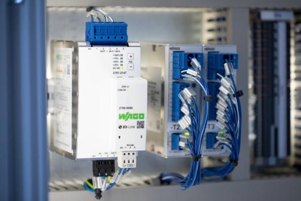 Alimentations rail DIN complétées par un module de communication