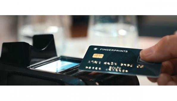Biometric authentication is in secure element on payment card