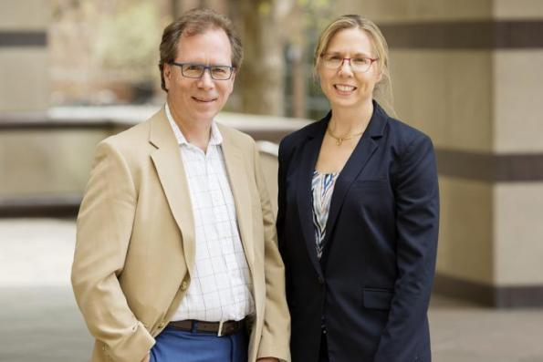 ILLINOIS PROFESSORS NANCY SOTTOS AND SCOTT WHITE LED A TEAM THAT DEVELOPED A SELF-HEALING SILICON NANOPARTICLE COMPOSITE MATERIAL FOR BATTERY ANODES. PHOTO BY L. BRIAN STAUFFER