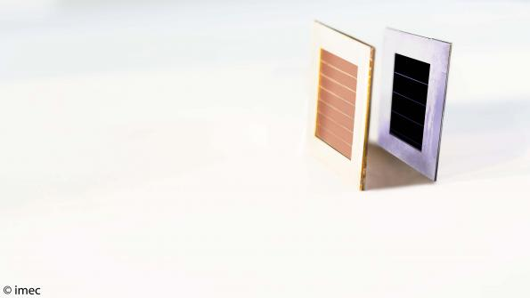 Thin film tandem perovskite solar cell pushes record