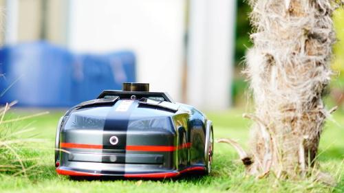 Avec son IA, ce robot-tondeuse autonome est le plus intelligent du marché