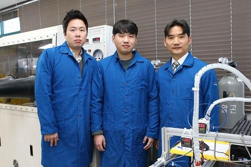 Stretchable piezoelectric fibre can be woven into cloth to generate power