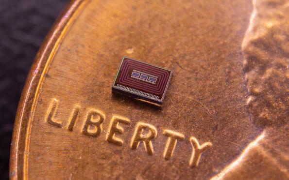 Implantable alcohol-monitoring chip communicates through RF backscatter