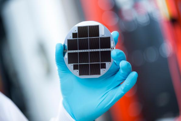 Silicon-based dual junction solar cell reaches 33.3% efficiency
